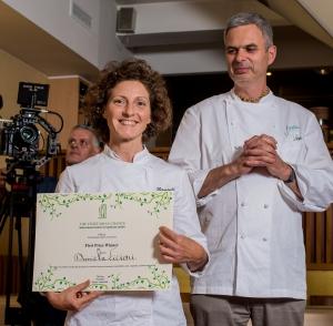 Daniela Cicioni riceve il premio da Pietro Leemann 2