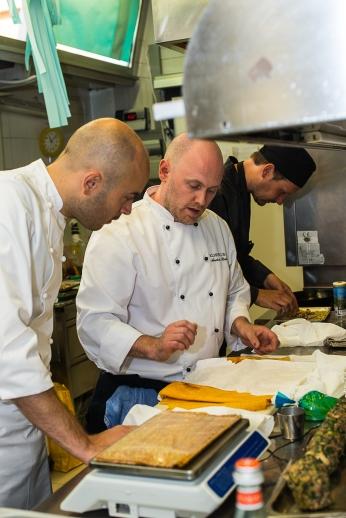 Anders Ramsay al lavoro in cucina
