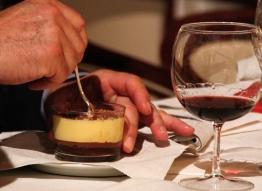 Caraffè cremoso al mascarpone, caramello in savoiardi al caffè, cioccolata liquida, affogato in Nero Musqué di Luigi Biasetto